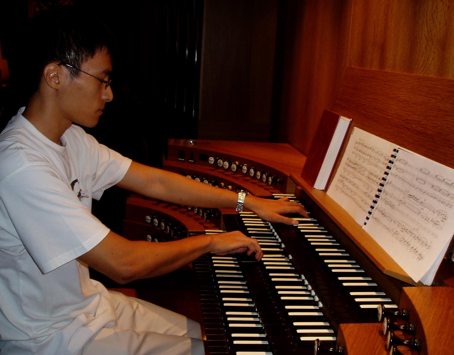 Lin Yangchen Esplanade Concert Hall organ